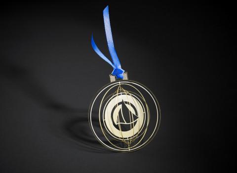 Logo Petit Bateau évidé et montage ruban bleu en double satin