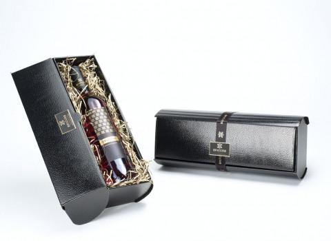 Valoriser vos coffrets et emballages par la pose d'une étiquette autocollante en aluminium