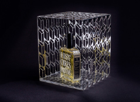 Fabrication d'un glorifier luxe en inox, afin de mettre en scène un flacon de parfum