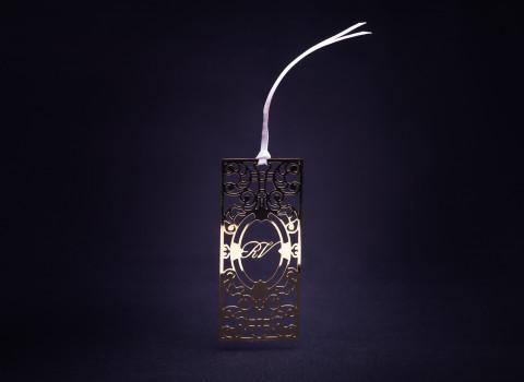 Fabrication d'un marque-page personnalisé et luxe en inox, finition dorée