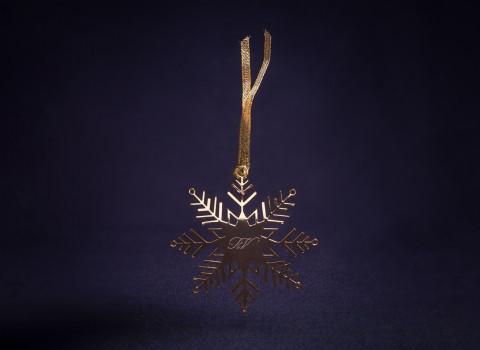 Fabrication d'un accessoire décoratif de Noël personnalisé par une élégante gravure