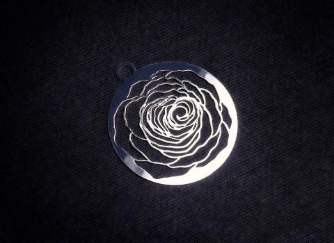 Fabricant de charms décoratif en métal, finition argentée