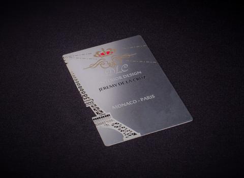 Fabrication de cartes de visite luxes en métal, comprenant un jeu de gravure et découpe