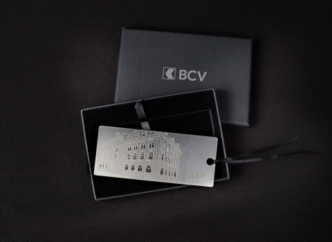 Fabrication de marque page personnalisé comprenant un jeu de gravure et découpe, monté d'un ruban satin