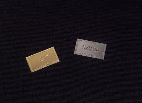 Fabrication de plaques de parfum personnalisées en métal