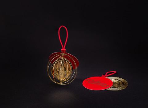 Accessoire décoratif en inox, vouée à sublimer un col de bouteille de champagne