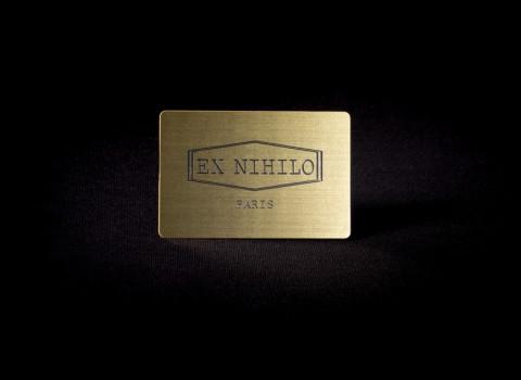 Badge personnalisé en inox brossé, finition dorée